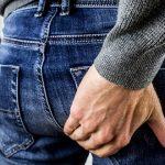 Проявление симптомов геморроя у мужчины